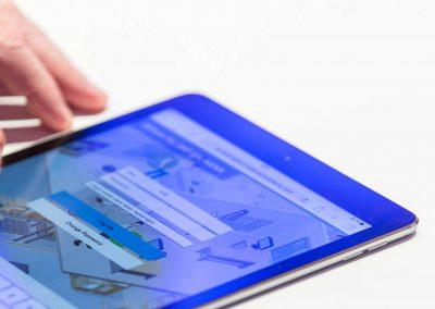 Blog Foto Entscheider Event iPad 400x284 - Großer Andrang bei der Echtzeit-Simulation für Entscheider von Innovabee und SAP in Walldorf
