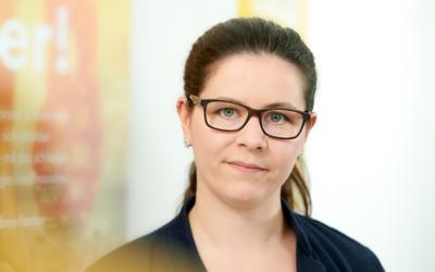 """Foto Mitarbeiter Marina Scherer 400x250 400x250 - Dokumentationen und Schulungen für SAP S/4HANA mit """"SAP Enable Now"""" bequem erstellt"""