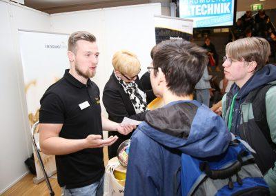 "News Foto Traumberuf IT Technik 2019 2 400x284 - ""Traumberuf IT & Technik"": Schüler informieren sich über duales Studium bei Innovabee"