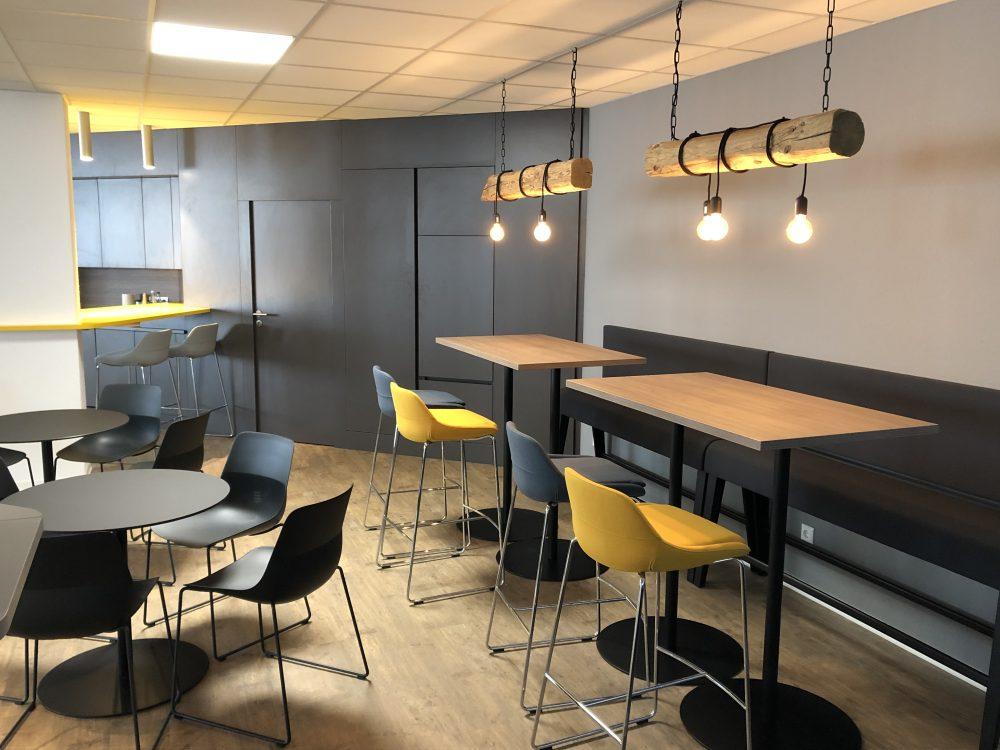 News Foto  Lounge 3 e1571304351537 - Gepflegt chillen und arbeiten: Innovabee weiht neue Lounge ein