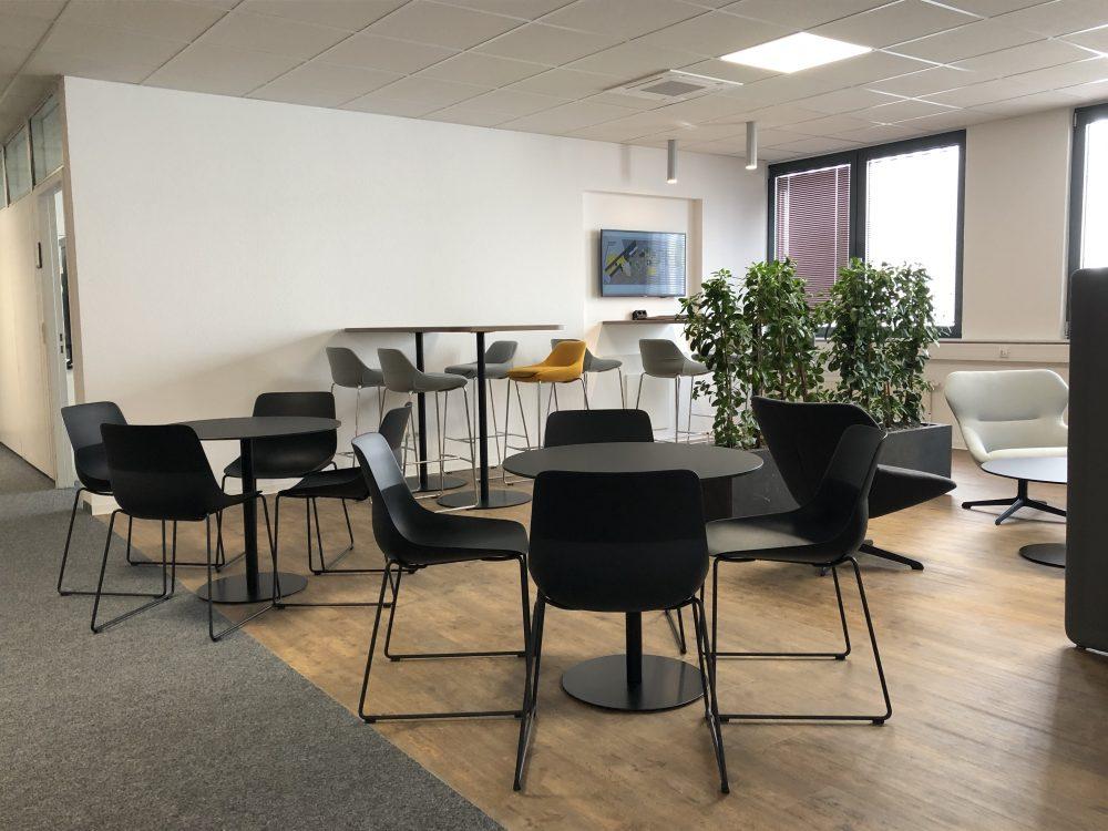News Foto  Lounge 5 e1571304336713 - Gepflegt chillen und arbeiten: Innovabee weiht neue Lounge ein
