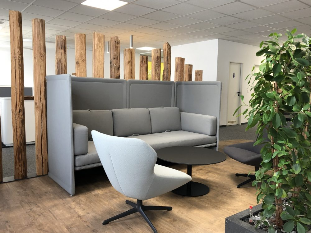 News Foto  Lounge 6 e1571304329776 - Gepflegt chillen und arbeiten: Innovabee weiht neue Lounge ein