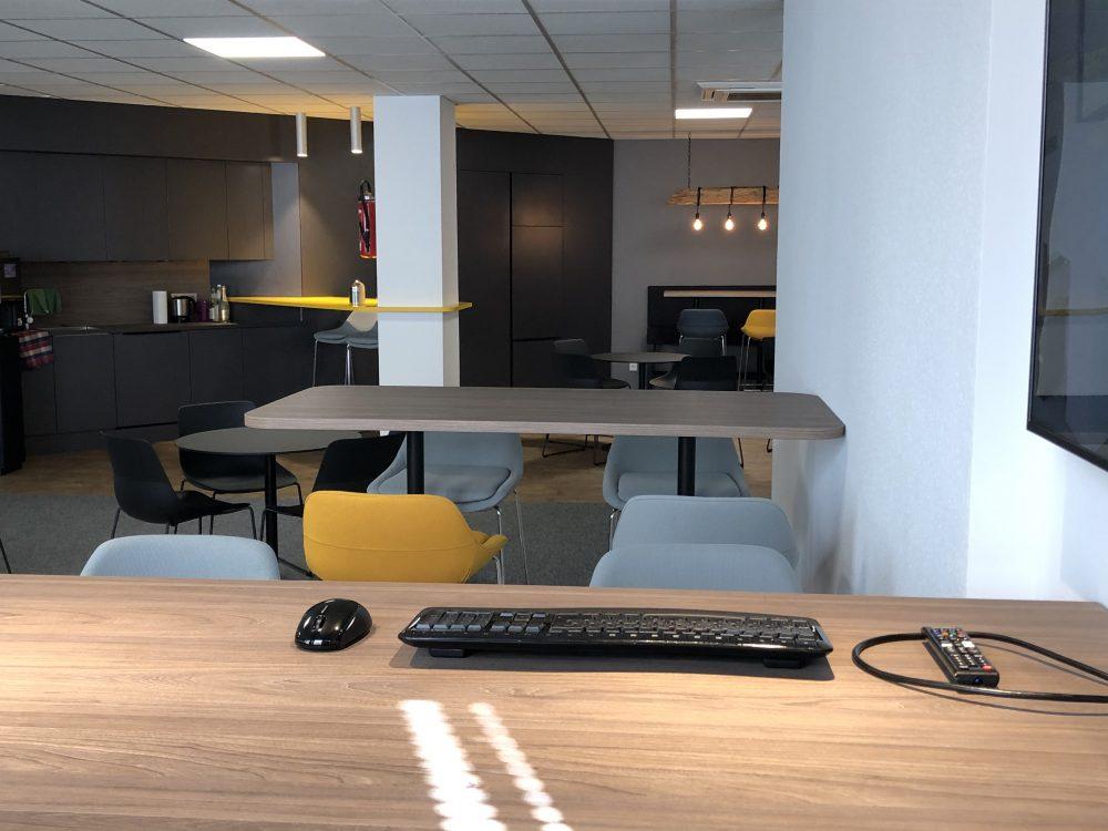 News Foto  Lounge 7 e1571304322956 - Gepflegt chillen und arbeiten: Innovabee weiht neue Lounge ein