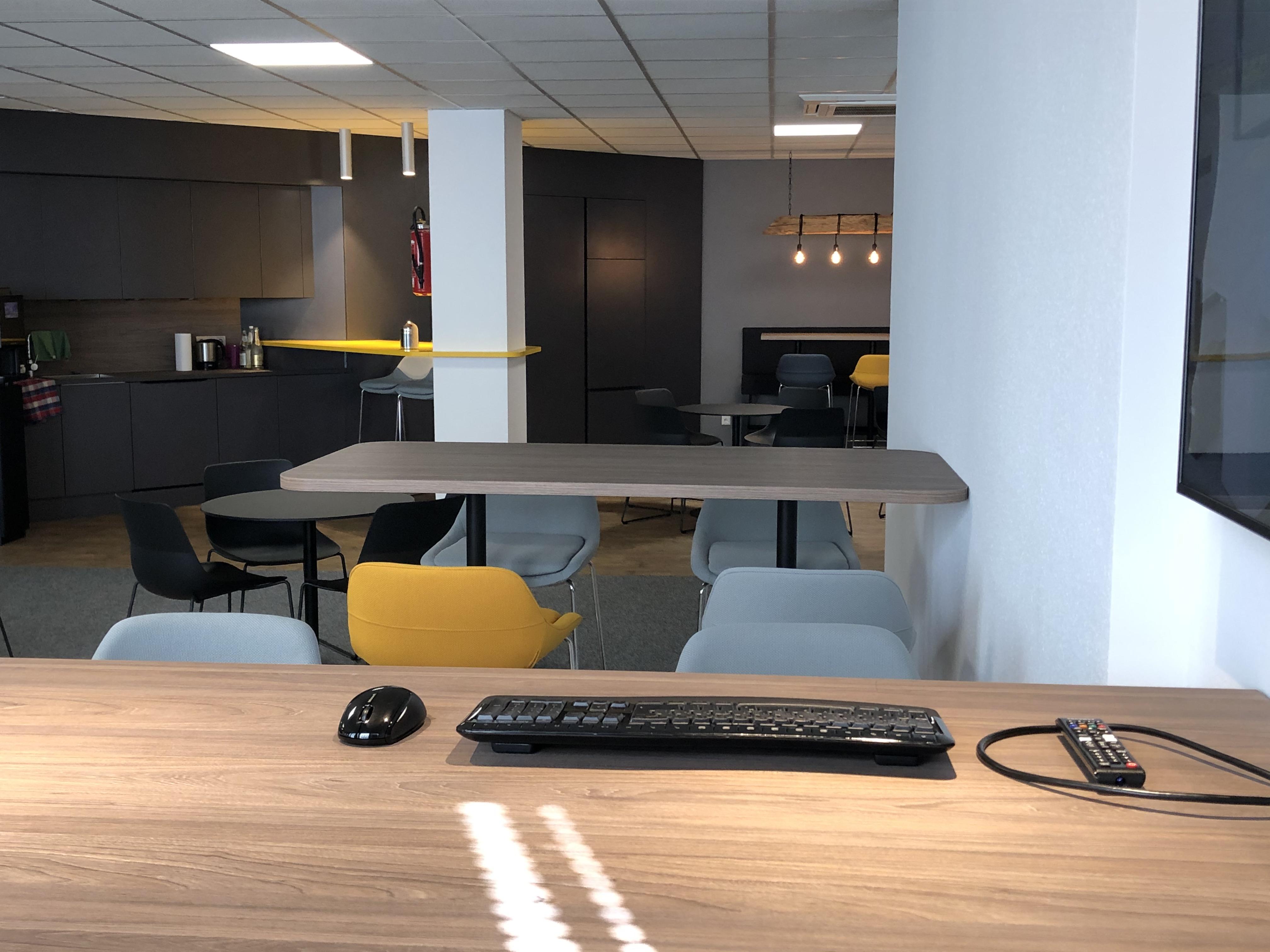 News Foto  Lounge 7 - Gepflegt chillen und arbeiten: Innovabee weiht neue Lounge ein