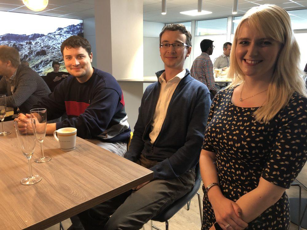 News Foto Einweihung Lounge 11 e1571304220673 - Gepflegt chillen und arbeiten: Innovabee weiht neue Lounge ein