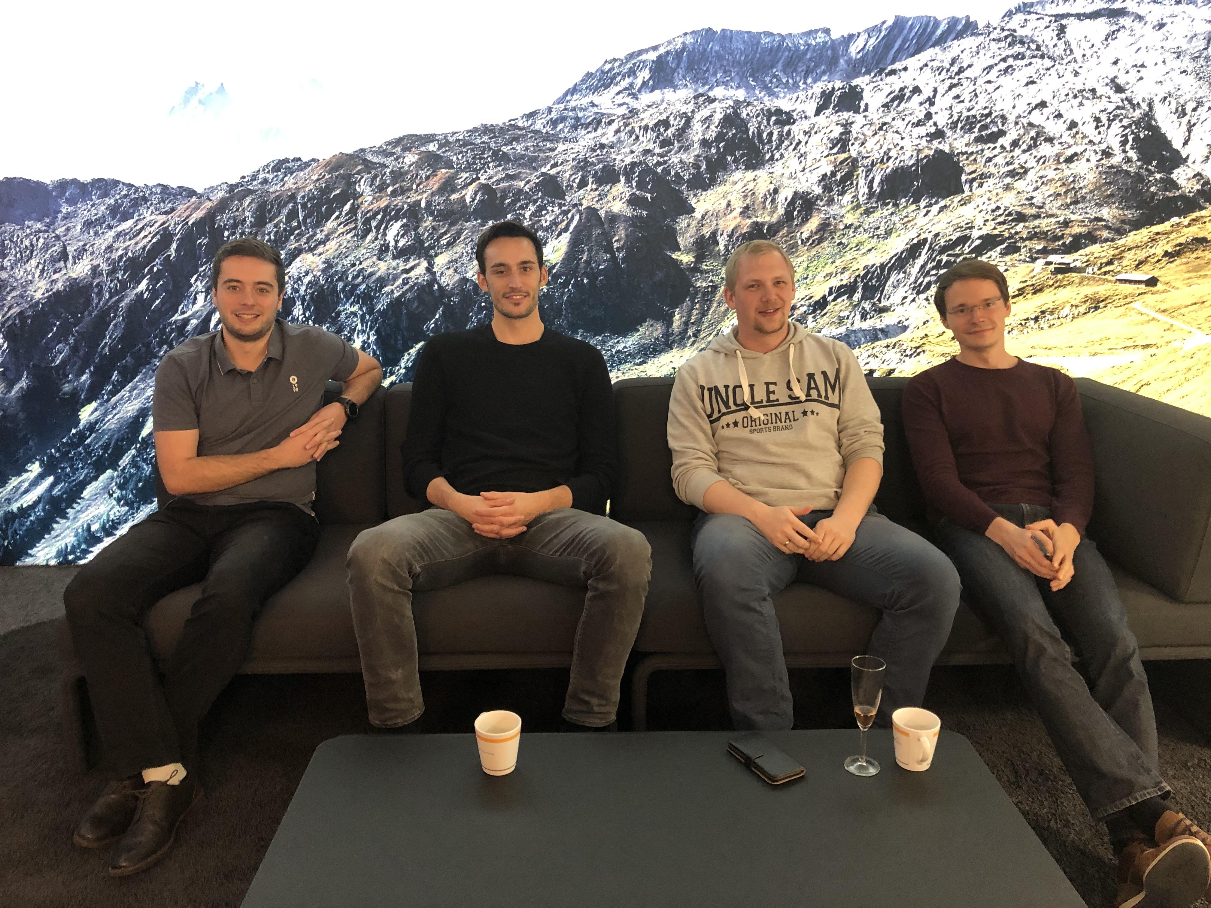 News Foto Einweihung Lounge 12 - Gepflegt chillen und arbeiten: Innovabee weiht neue Lounge ein