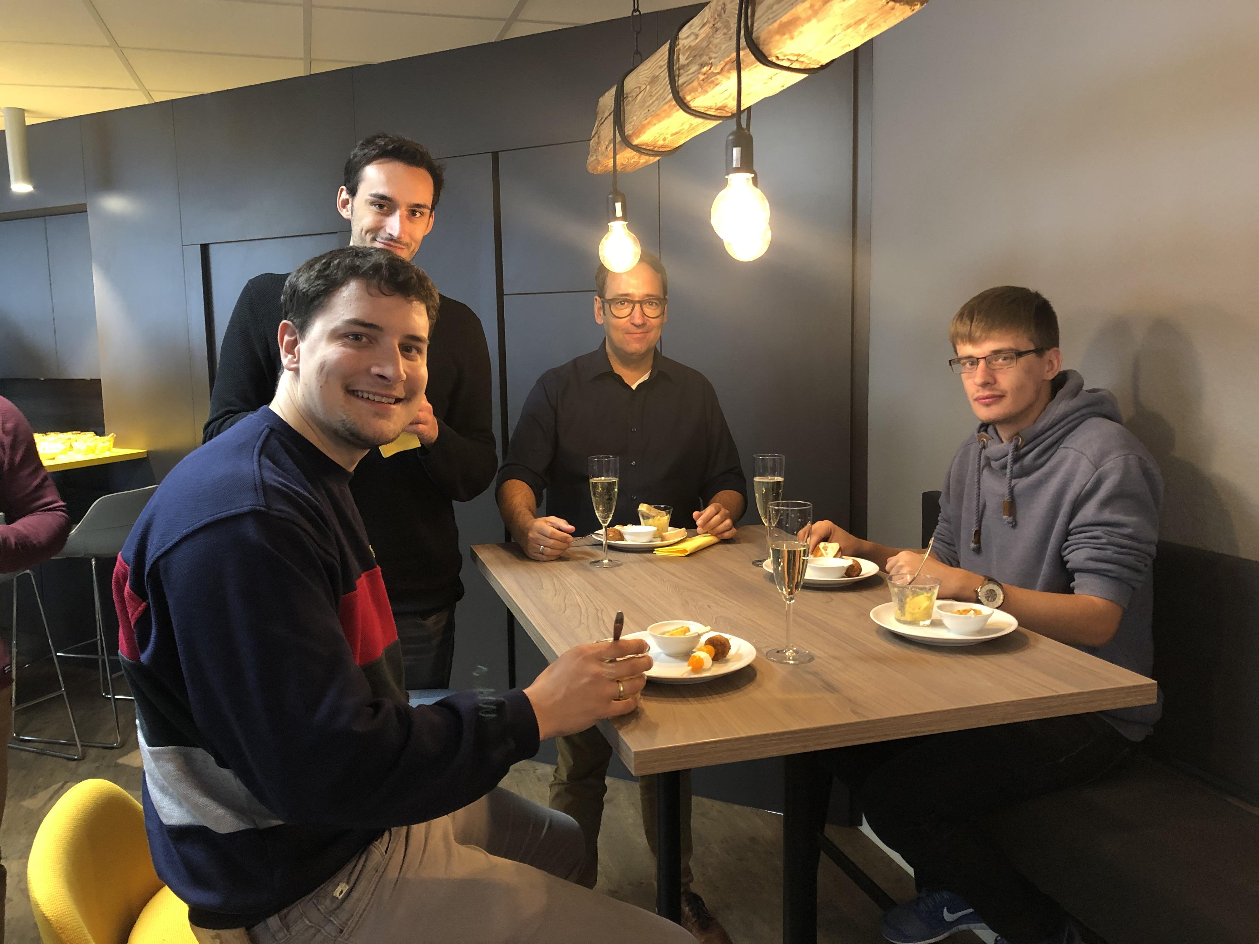 News Foto Einweihung Lounge 3 - Gepflegt chillen und arbeiten: Innovabee weiht neue Lounge ein