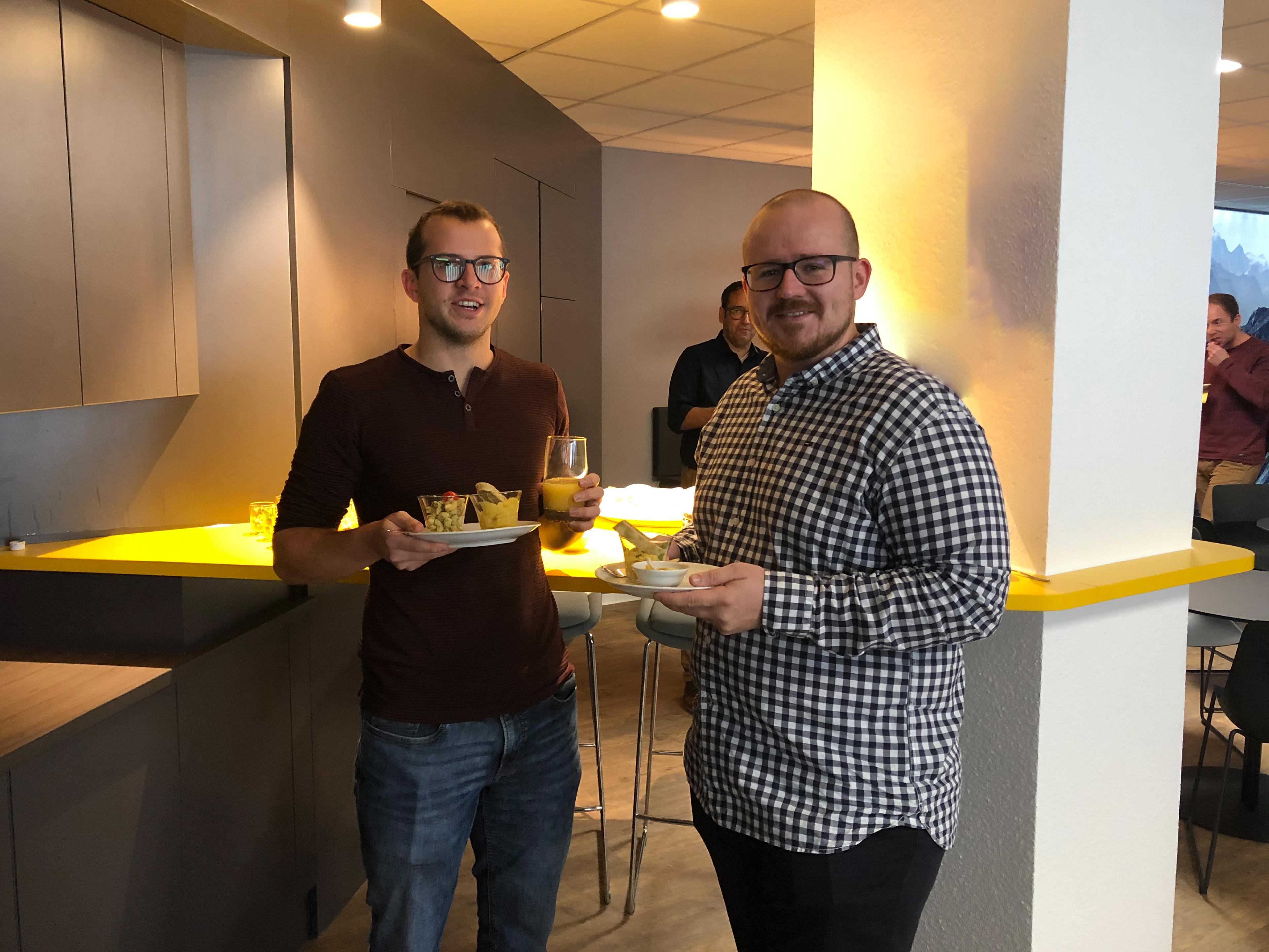 News Foto Einweihung Lounge 4 - Gepflegt chillen und arbeiten: Innovabee weiht neue Lounge ein