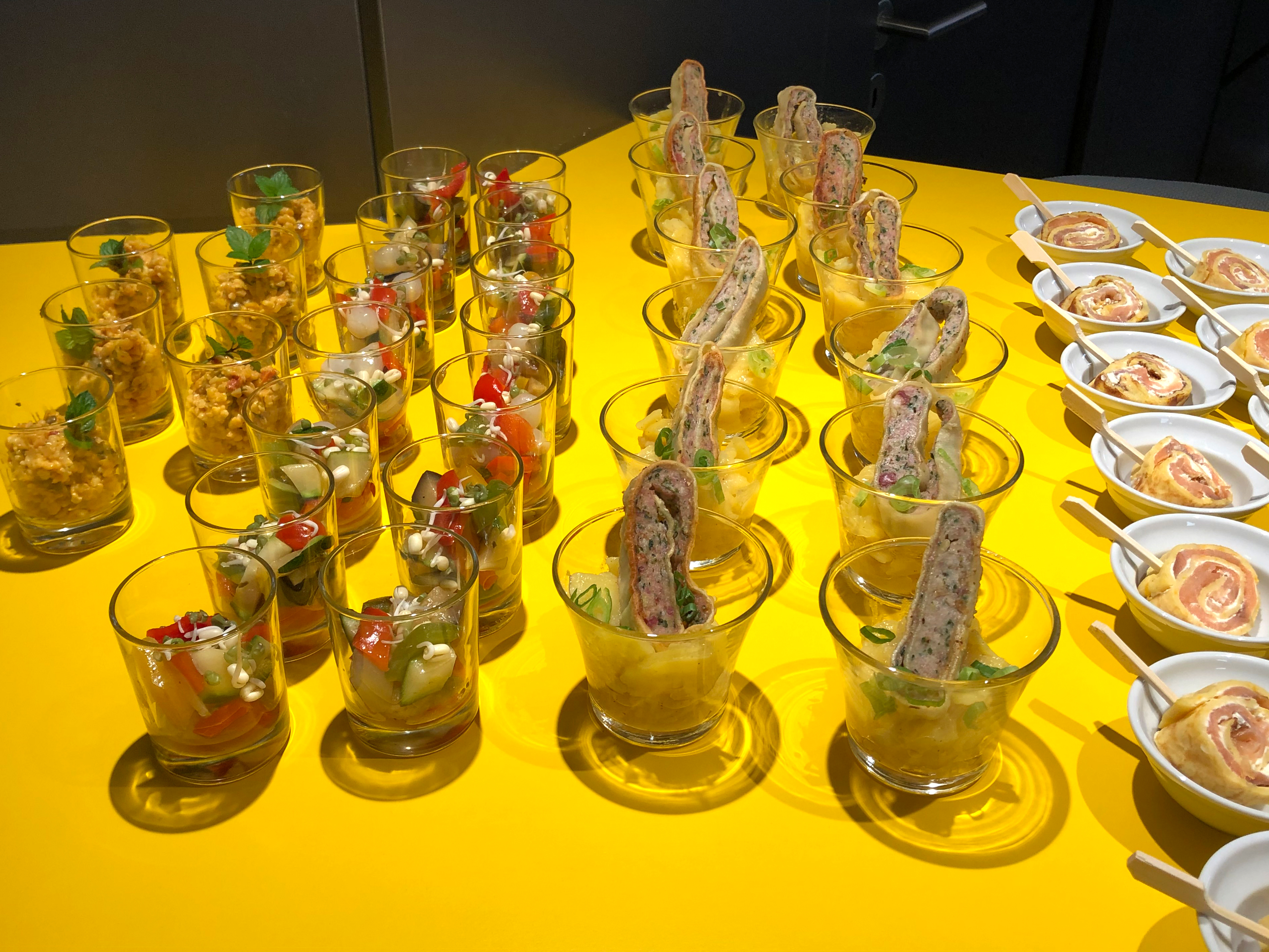 News Foto Lounge Fingerfood 2 - Gepflegt chillen und arbeiten: Innovabee weiht neue Lounge ein