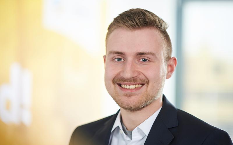 Mitarbeiter Foto Alexander Rechter 400x250 - Instandhaltung mit SAP S/4HANA: Alle Anlagen zentral verwalten und effizient steuern