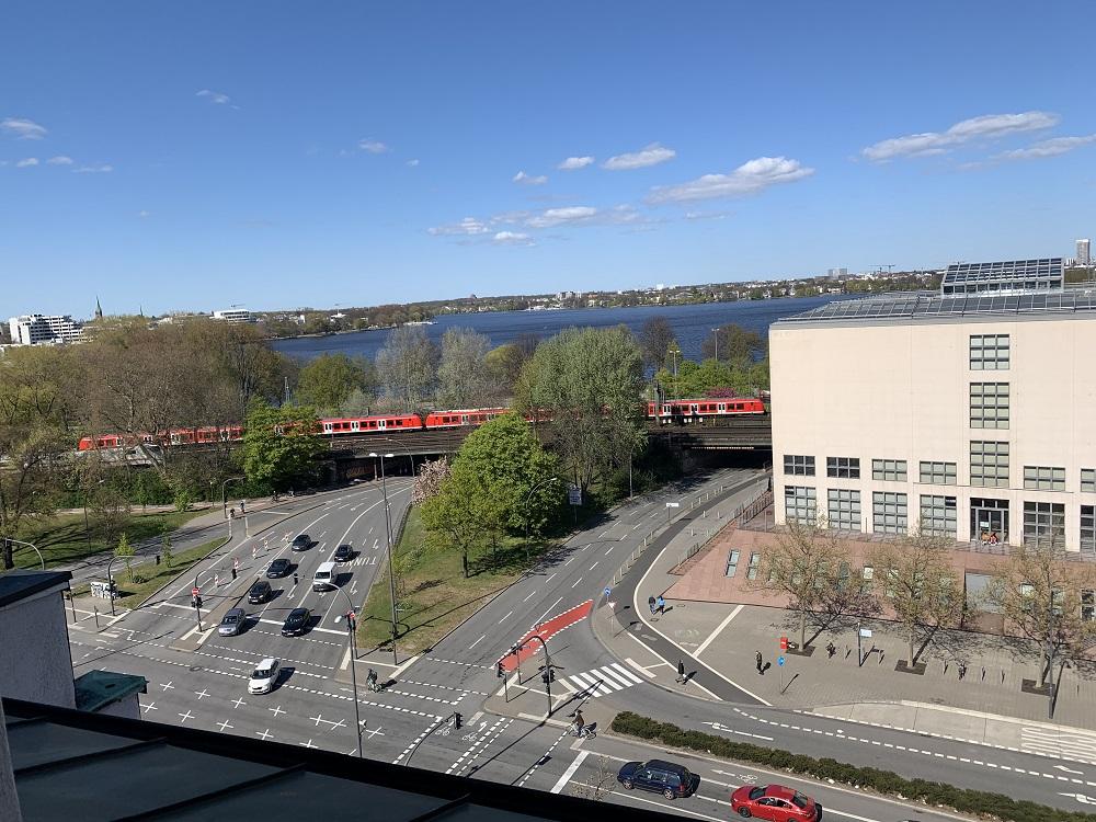 News Foto Umzug Hamburg Glockengiesserwall 17 - Innovabee wächst und bezieht neues Büro in bester Hamburger Citylage