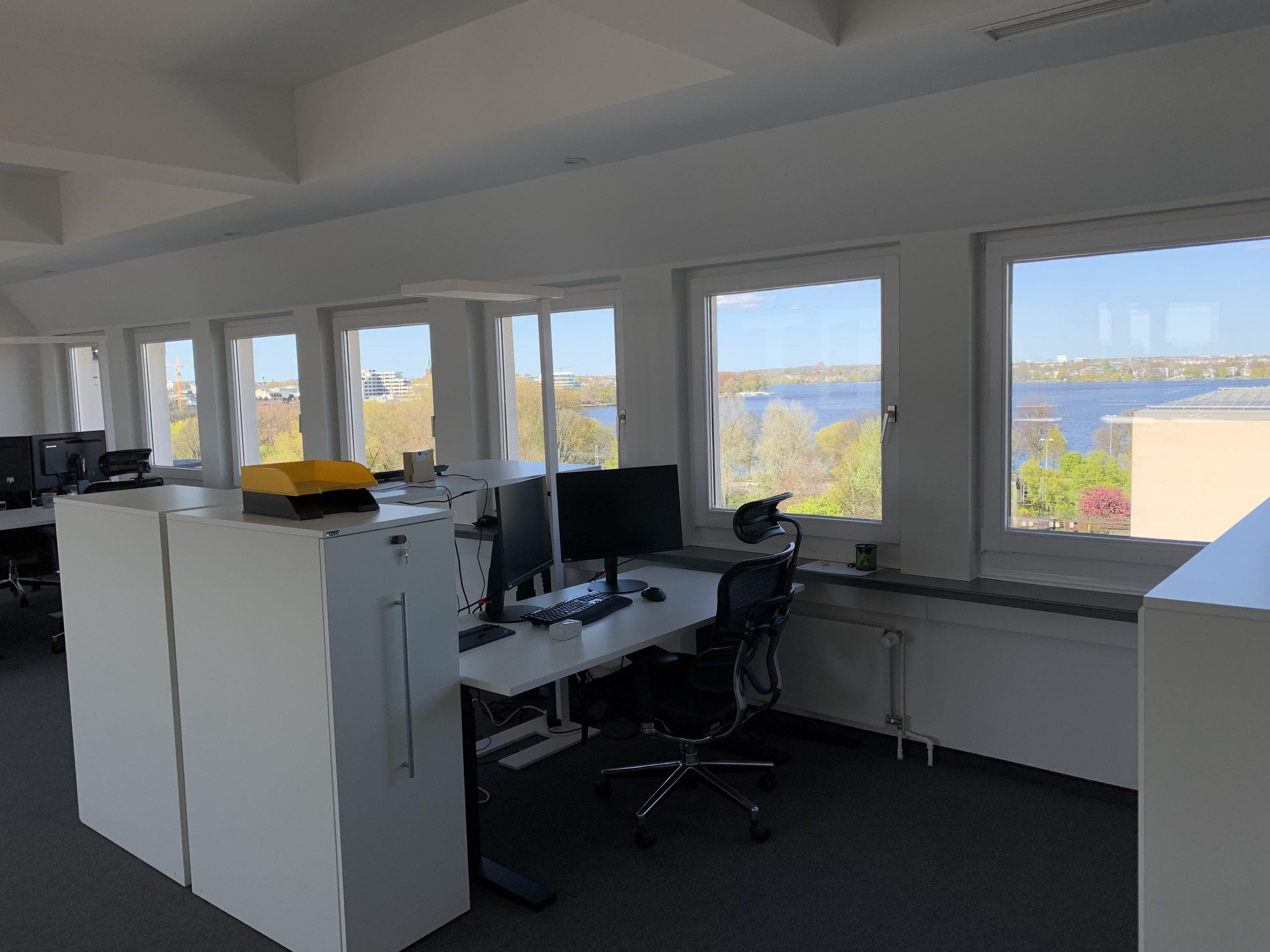 News Foto Umzug Hamburg Glockengiesserwall 20 scaled - Innovabee wächst und bezieht neues Büro in bester Hamburger Citylage