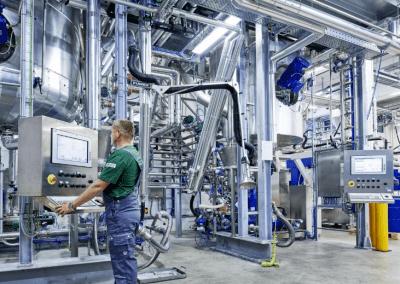 News Foto Follmann Chemie Produktion 400x284 - Migration auf SAP S/4HANA: Bei Follmann und Innovabee stimmt die Chemie