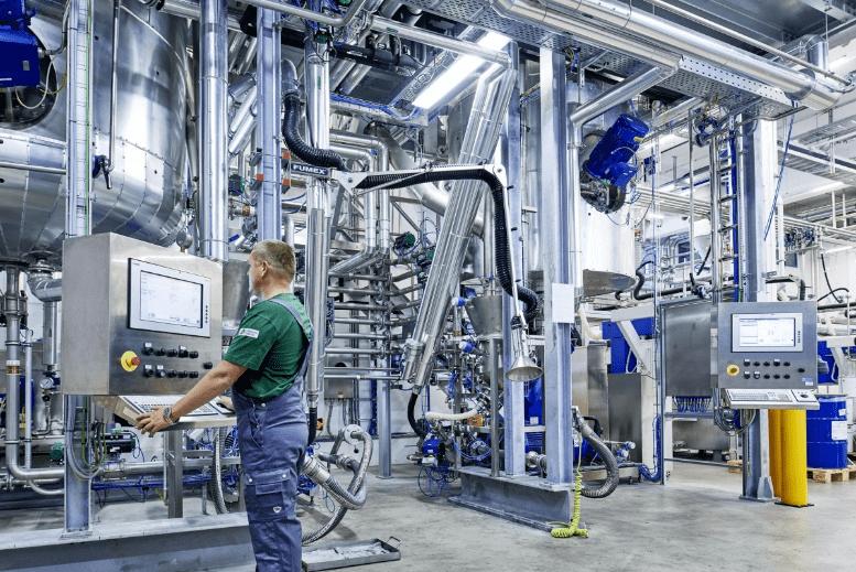 News Foto Follmann Chemie Produktion - Migration auf SAP S/4HANA: Bei Follmann und Innovabee stimmt die Chemie