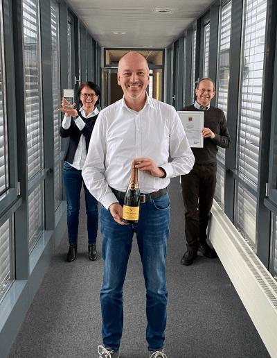 """News Best of Consulting 2020 Gruppenbild 400x516 - Innovabee erhält den """"Best of Consulting"""" Award für das SAP-Projekt bei Pfinder Chemie"""