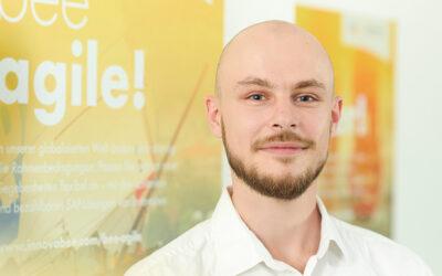 Mitarbeiter Foto Felix Grossenbacher Print 800x500 400x250 - Video und Podcast: So funktioniert Digitalisierung mit SAP S/4HANA